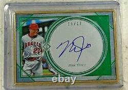 2018 Topps Transcendant Mike Trout Gold Framed Auto Emerald Image Variation / 15