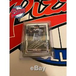 Gleyber Torres 2020 Collection Musée Topps Framed Auto / 5 Yankees Case Hit 5/5