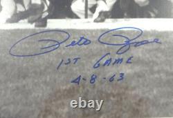 Pete Rose Autographié Cadre 16x20 Photo Rouges Premier Jeu 4-8-63 Psa/dna 90478